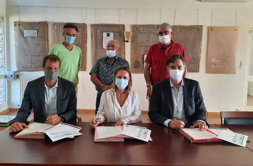 [COMMUNIQUE DE PRESSE] Tenergie et Planète OUI signent avec la Mairie de Cabrières d'Avignon une convention de partenariat pour sa transition énergétique